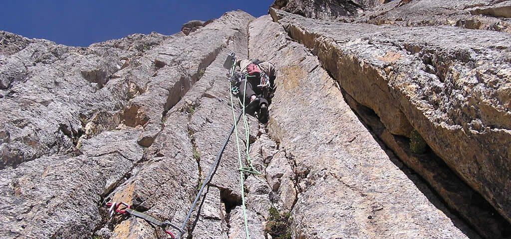 Andes Camping Expeditions rock-climbing-andes-mountain-huaraz-peru-08-1024x480 Rock Climbing
